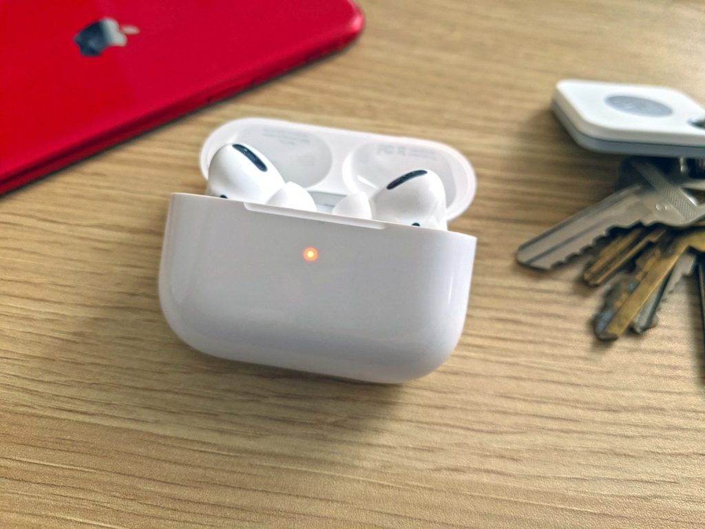 airpods blinking
